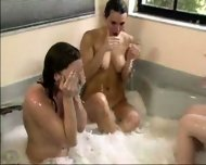 3 Lezzies in the bath